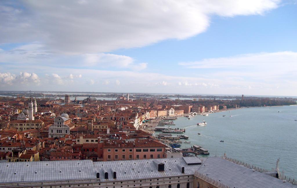 Venice skyline by NamiNami-chan