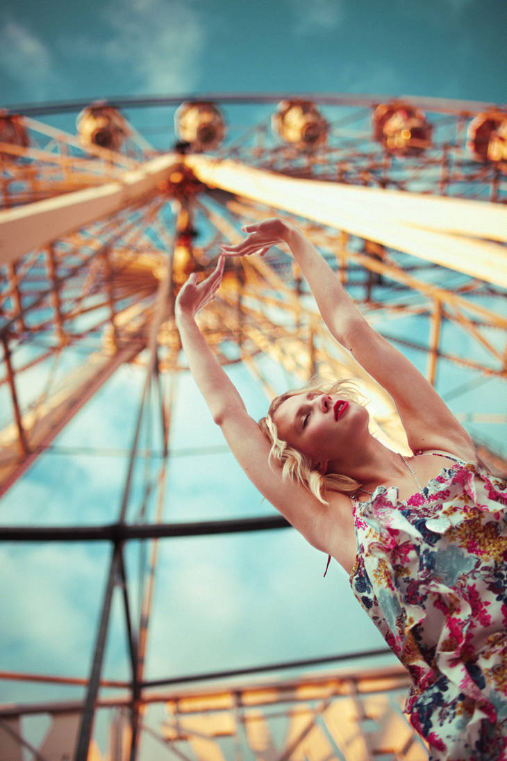 Kiss me under the ferris wheel by meriirem