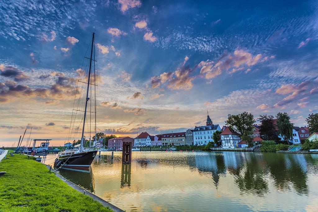 Glueckstadt Innenhafen by DanielHeydecke