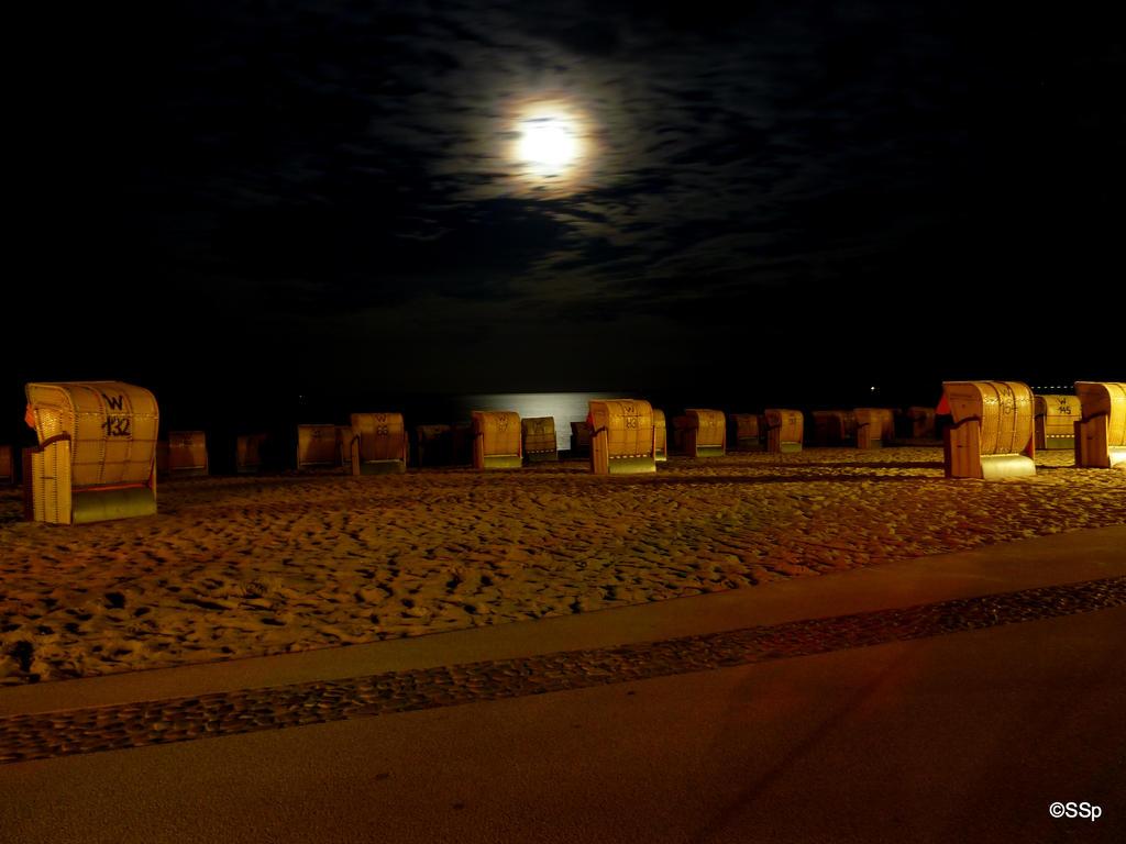 Beach at night by Lionpelt-66