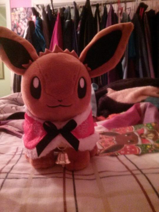 Pokemon Center 2015 Christmas Eevee by SkunkyRainbow270