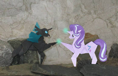 A helping hoof for a changeling by Malte279