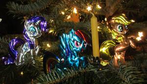 Rarity, Rainbow and Applejack in a Christmas Tree