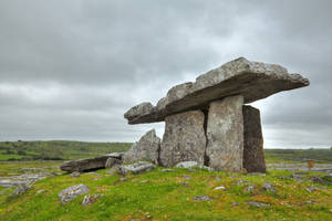 Poulnabrone Dolmen by boldfrontiers