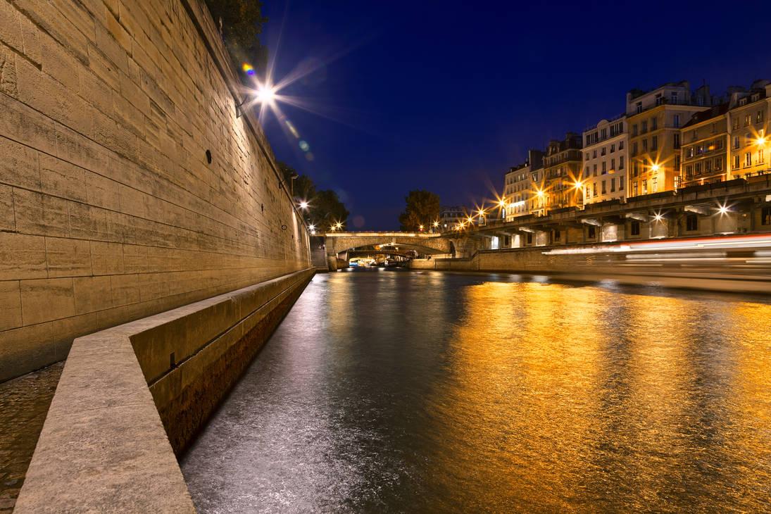 Paris sur Seine Twilight by boldfrontiers