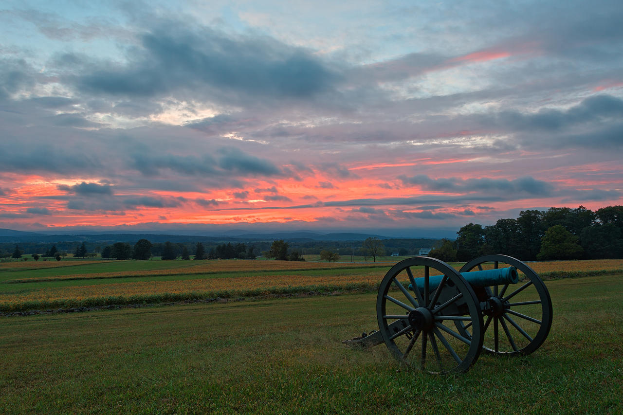 gettysburg portfolio Gettysburg day two on the second day of battle, the union defended a fishhook-shaped range of hills and ridges south of gettysburg with around 90,000 soldiers confederates essentially wrapped around the union position with 70,000 soldiers.
