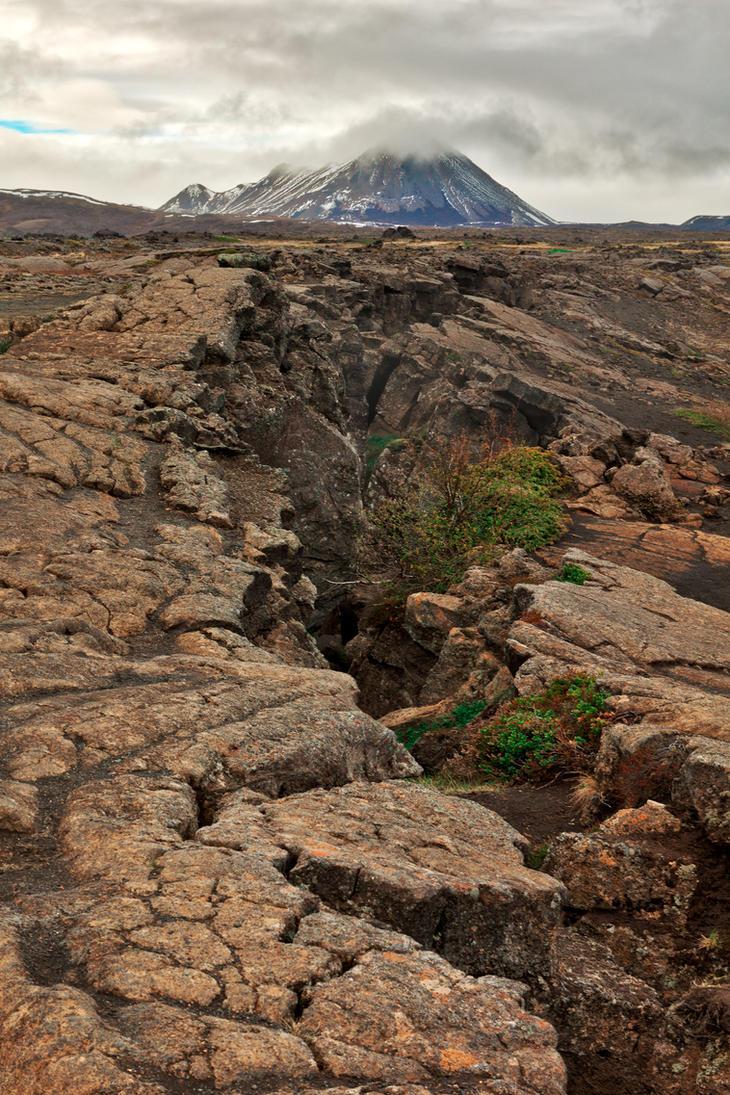 Cracked Grjotagja Rockscape (freebie) by somadjinn