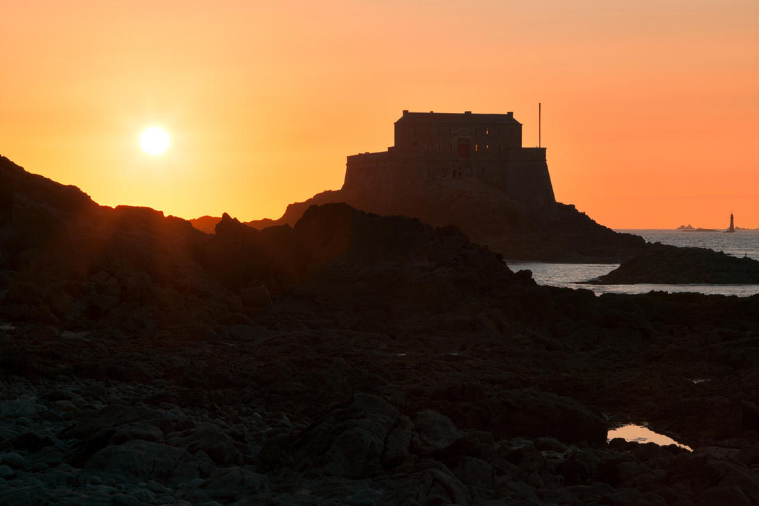 Saint-Malo Fort Sunset (freebie) by somadjinn
