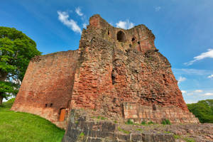 Bothwell Castle by boldfrontiers