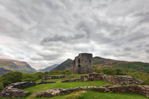 Dolbadarn Castle by boldfrontiers