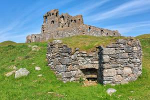 Auchindoun Castle by boldfrontiers