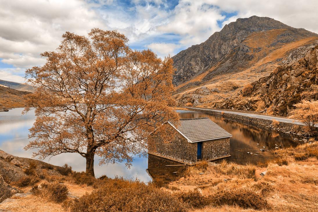 Ogwen Lake House - Orange Cream Fantasy by boldfrontiers