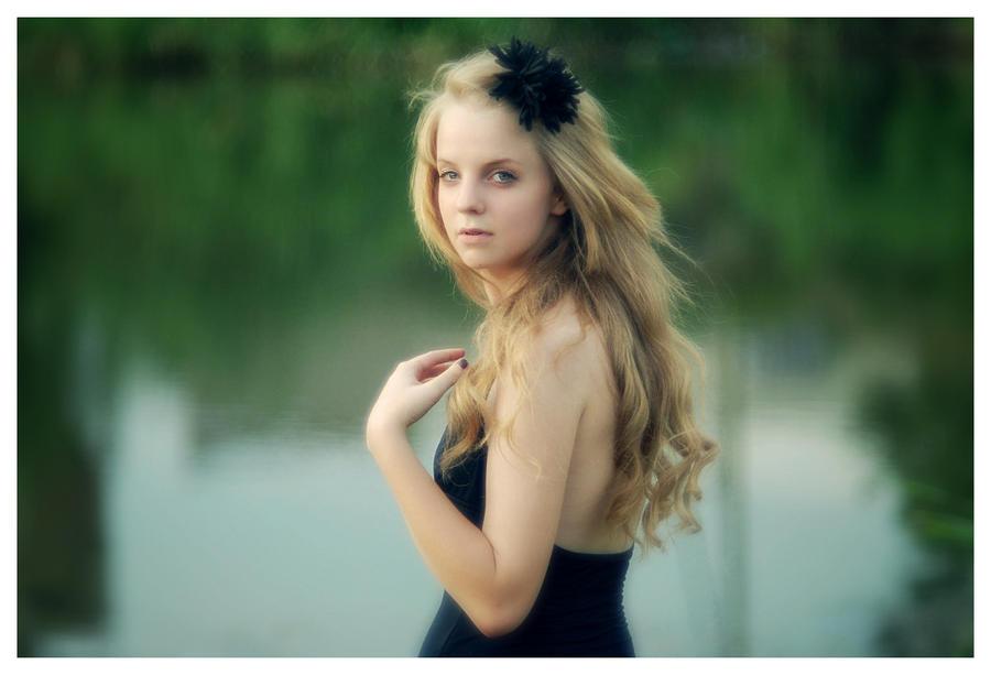 hey_little_girl by marymarycherry