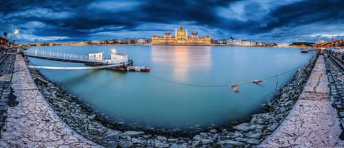 ...180 degrees panorama of budapest II...