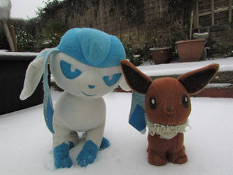 Eevee and Glaceon by Sia-Mon