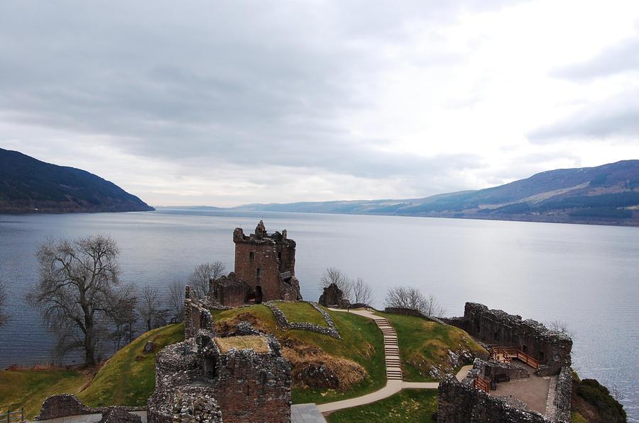Castle on the Loch by viviP