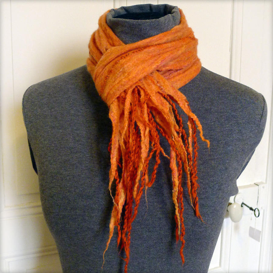 Echarpe feutree orange - Felted scarf by Zahaa