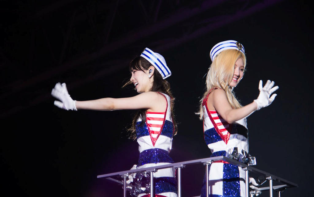 Taeyeon and Hyoyeon 3rd Japan Tour by iloveyou1989
