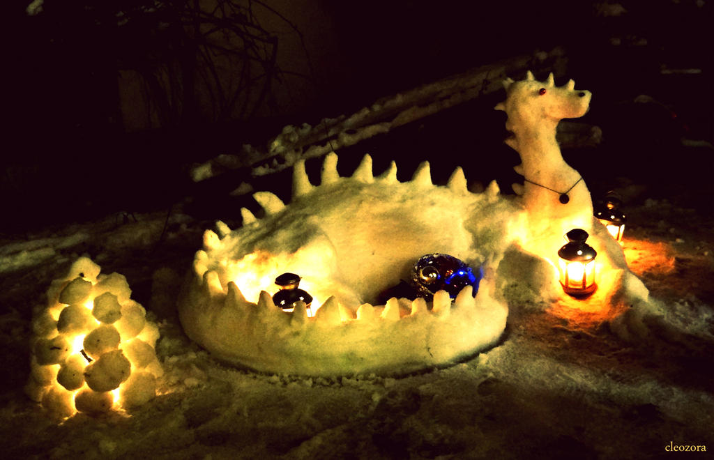 Snowsmaug by FrederikeLisabet