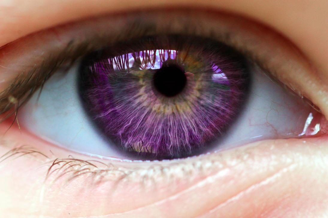 человек с фиолетовыми глазами фото