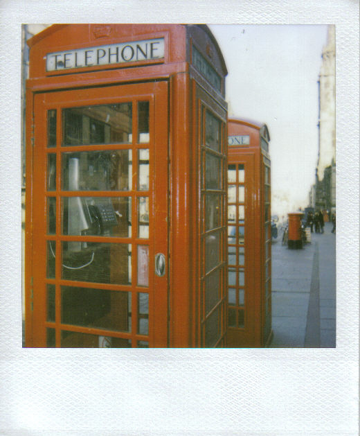 TELEPHONE-EDIMBURGH by Iletaitunefois