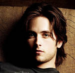 free icon 9 (Justin Chatwin)