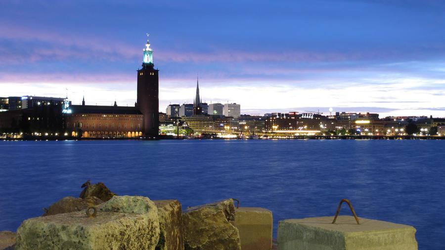 Stadshuset by night by herrjoernsson
