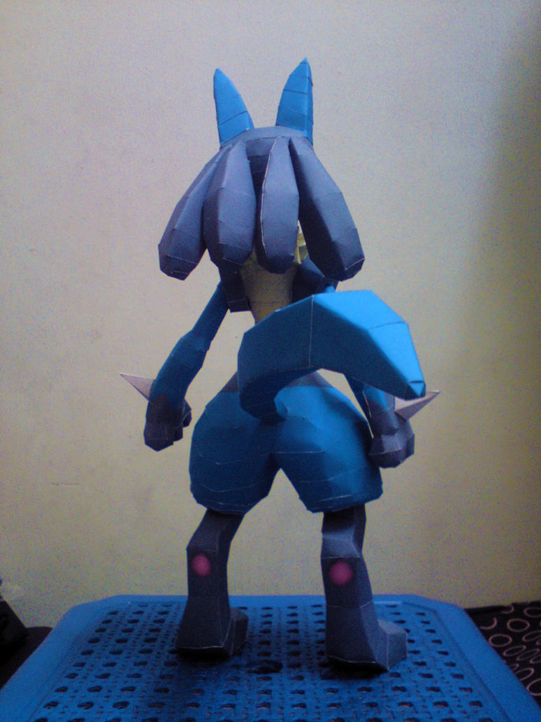 lucario papercraft distribute by riolushinx on deviantart
