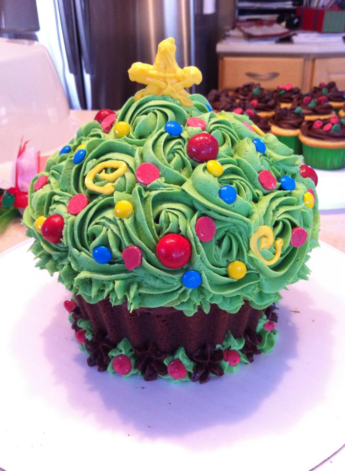 Oh, Christmas Tree, Oh Christmas Cupcake by ThisIsNotanOwl
