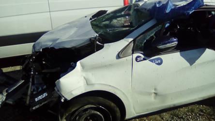 Car crash by TiphLaMerveille