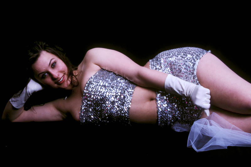 a coy voluptuous shiny Esmeralda by tanja1983