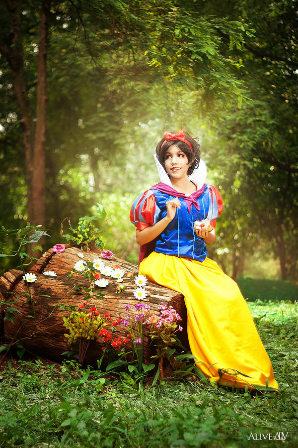 Down The Rabbit Hole: A Fairy Tale In Photos- Snow White