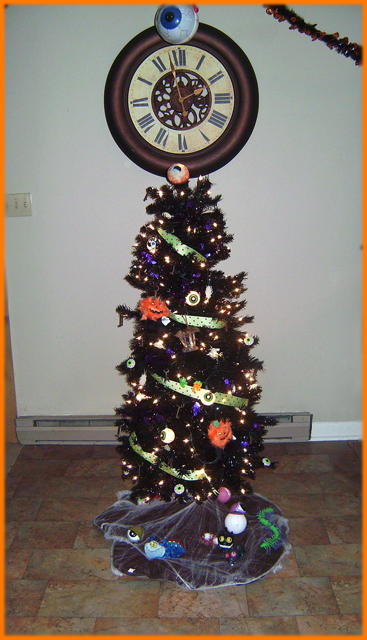 Spooky Christmas Tree by Blattaphile
