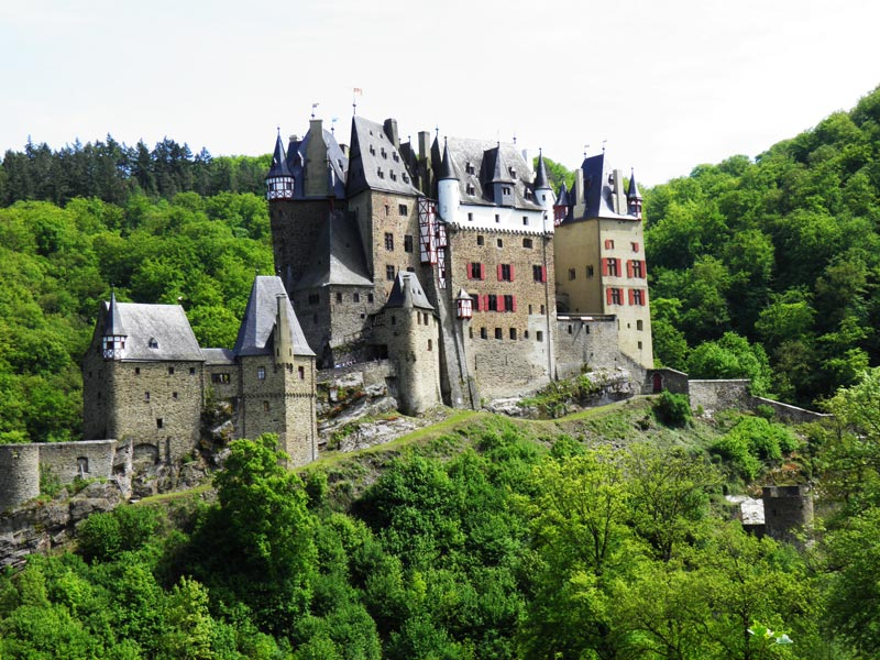 Burg Eltz by JanuaryGuest