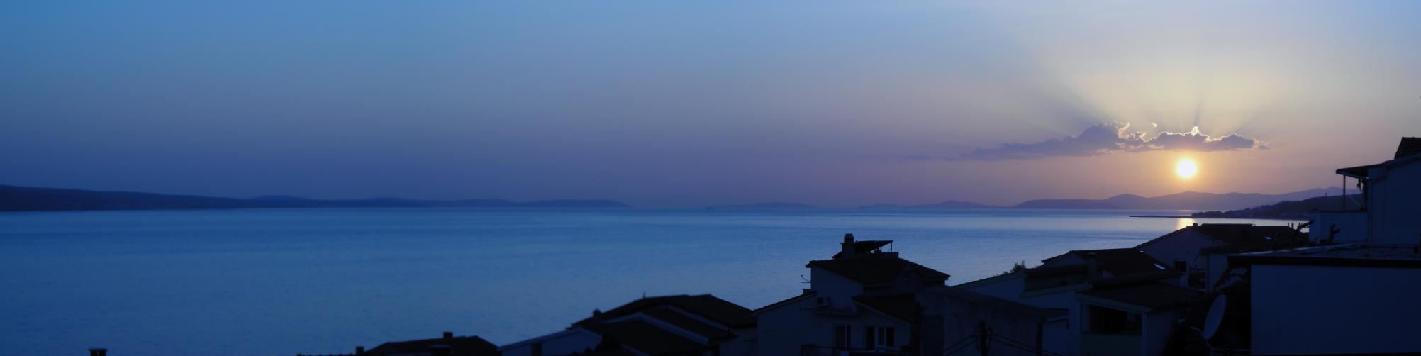 http://fc07.deviantart.net/fs71/f/2011/163/5/f/sunset_in_croatia_by_vergilius3-d3ip4jw.jpg