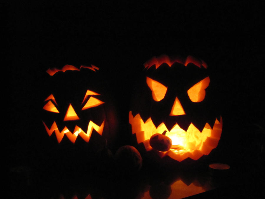 Glowing Halloween by Basforlove