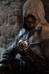 Altair Cosplay - Apple of Eden Keeper