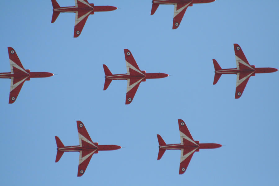 red arrows screensaver by czakalwe
