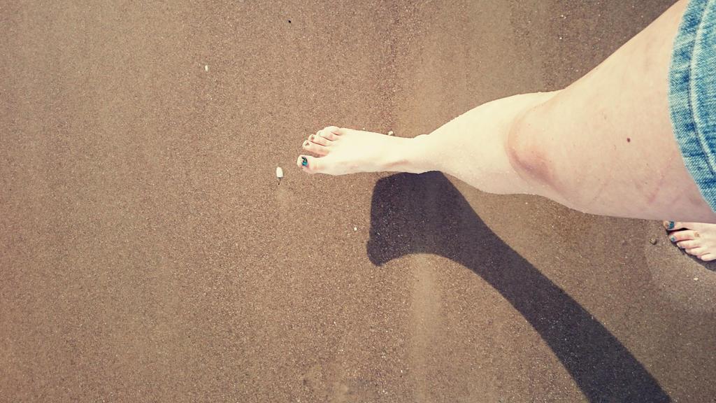 Beach feet  by catemate