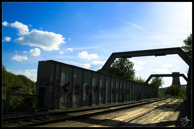 http://fc05.deviantart.com/fs17/f/2007/163/5/6/Railway_bridge_by_DarkShadow_Ay.jpg