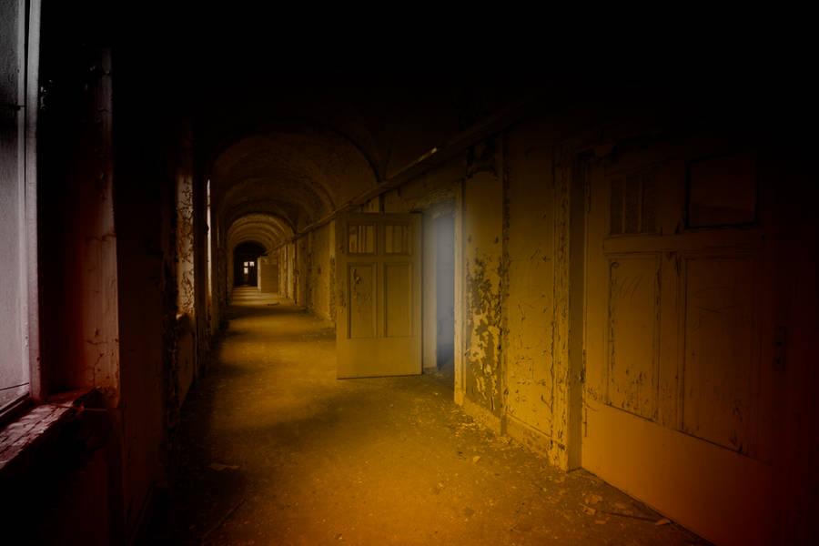 hall way by lloyd89