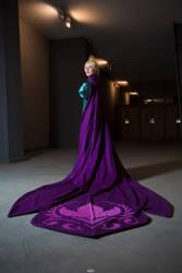 Queen of Arendelle by darkff666