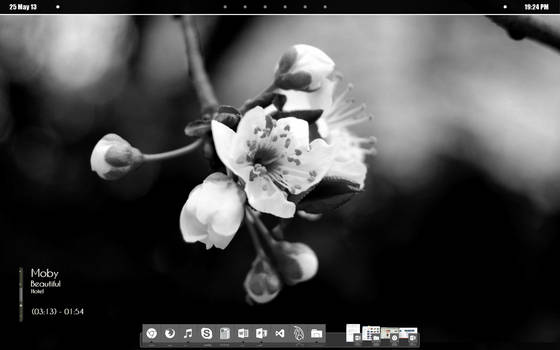 Black and White Minimalistic Desktop
