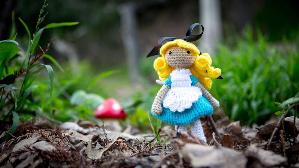 Alice in Wonderland doll. :) by LeeLeeAmi