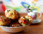 Muffins with feta, spinach, oatmeal and tomatoes