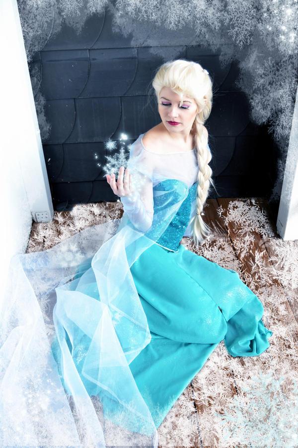 Elsa Frozen by IllumAdora