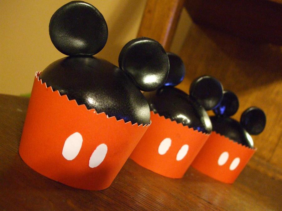 Mickey Cupcakes by ArtsyLady