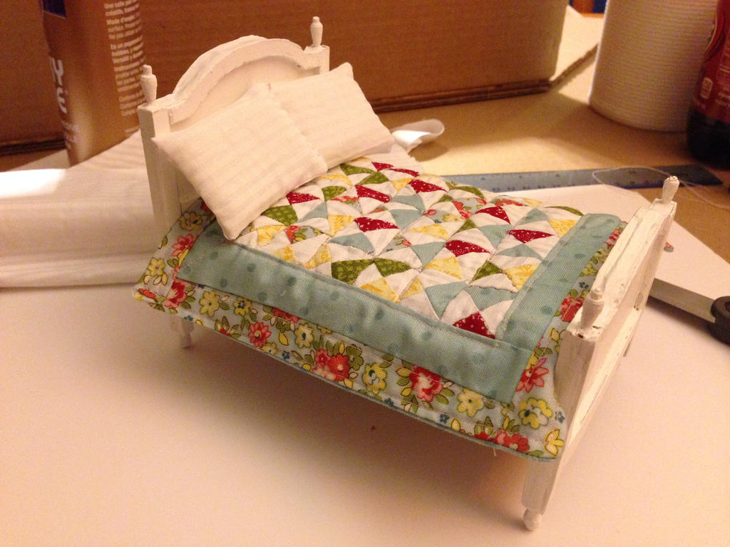 Tiny Bed with quilt. by ArtsyLady .