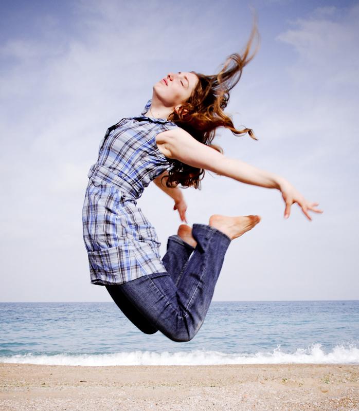 Jump : 幸せになれる!ハッピー ジャンプ!... 画像 : ジャンプしている人を見ると、自