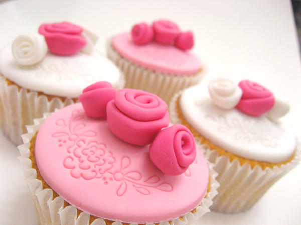 A Shade of Pink Cupcakes by meechan